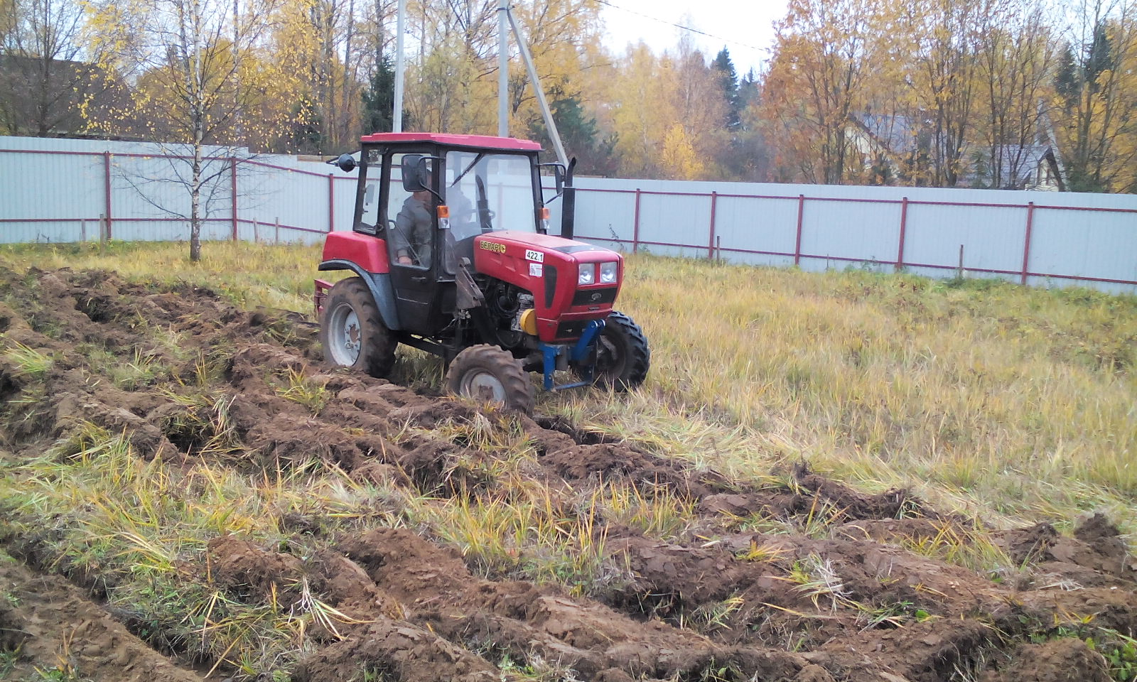 495-7416877 Вспашка целины, услуги по вспашке земли на приусадебных участках и парковых территориях